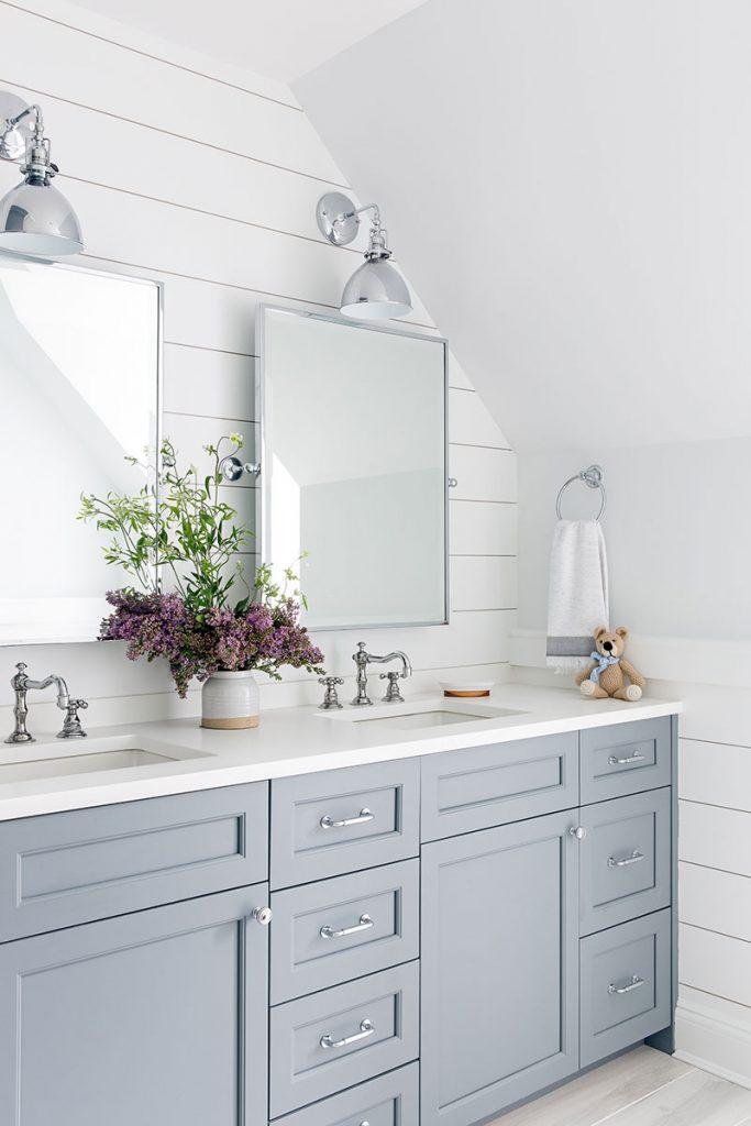 Интерьер ванны с зеркалами